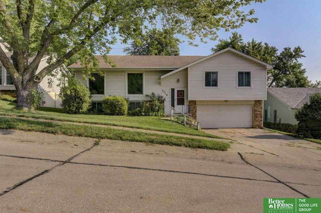 3710 Falcon Drive, Bellevue, NE 68123 (MLS #22117337) :: Elevation Real Estate Group at NP Dodge