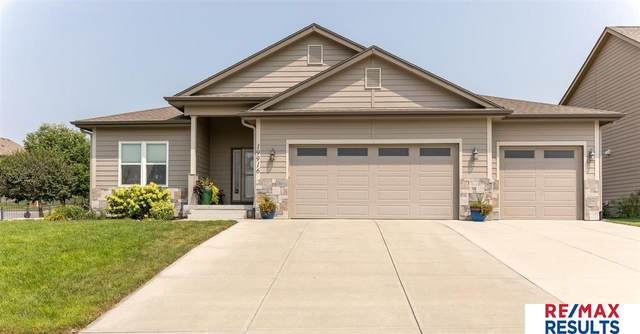 19916 Birch Street, Gretna, NE 68028 (MLS #22117373) :: Lincoln Select Real Estate Group