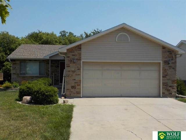 1966 SW 33 Street, Lincoln, NE 68522 (MLS #22117439) :: Elevation Real Estate Group at NP Dodge