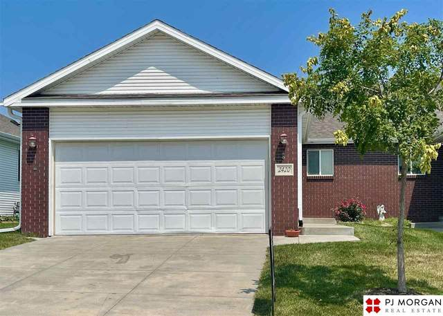 2420 City View Court, Lincoln, NE 68521 (MLS #22117479) :: Capital City Realty Group