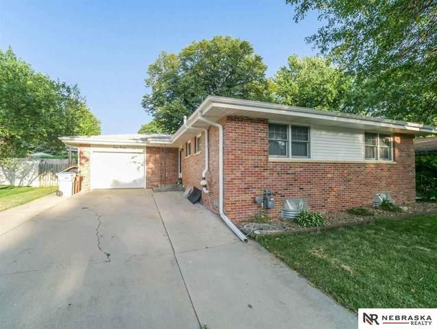 4030 Loveland Drive, Lincoln, NE 68506 (MLS #22117798) :: Dodge County Realty Group