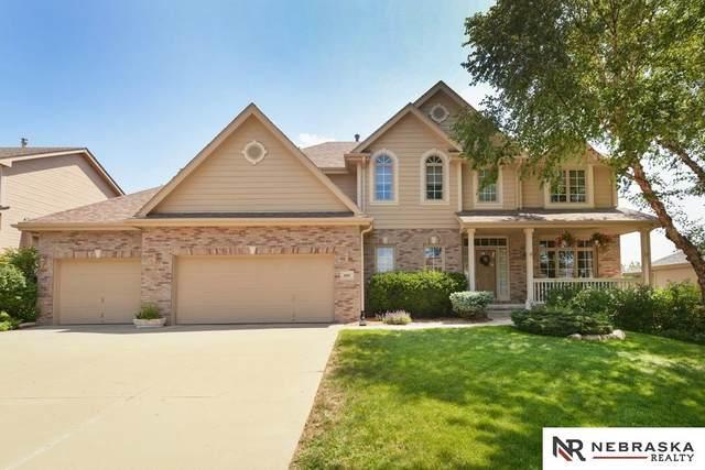 8105 S 104th Street, La Vista, NE 68128 (MLS #22117841) :: Complete Real Estate Group