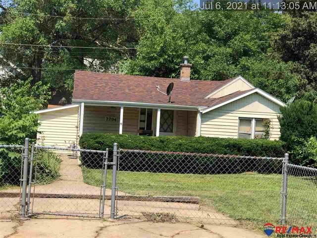 2204 S 57 Street, Omaha, NE 68106 (MLS #22117852) :: Elevation Real Estate Group at NP Dodge