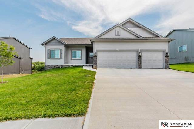 14409 Tregaron Drive, Bellevue, NE 68123 (MLS #22117872) :: Berkshire Hathaway Ambassador Real Estate
