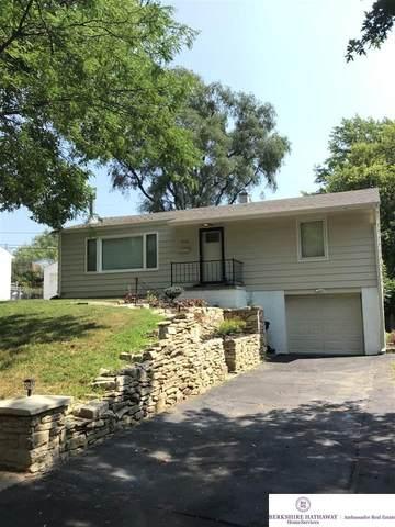 713 N 77 Avenue, Omaha, NE 68114 (MLS #22117937) :: Berkshire Hathaway Ambassador Real Estate