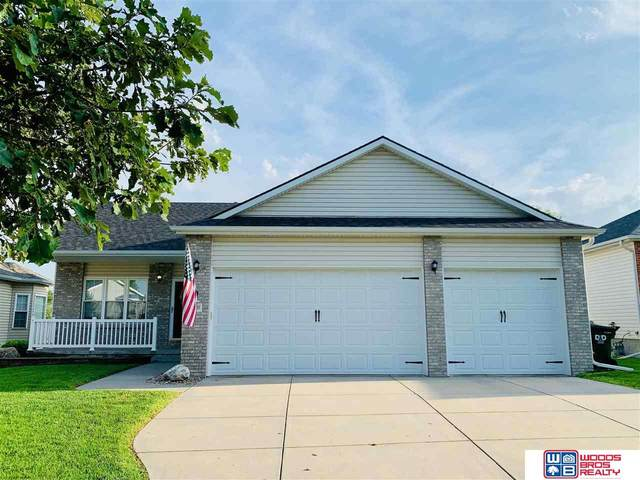 2020 Chloe Lane, Lincoln, NE 68512 (MLS #22118010) :: Lincoln Select Real Estate Group