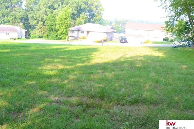 1213 Beaver Lake Boulevard, Plattsmouth, NE 68048 (MLS #22118057) :: Elevation Real Estate Group at NP Dodge