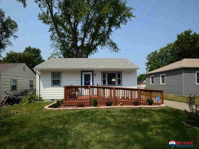 2511 S 53rd Street, Lincoln, NE 68506 (MLS #22118099) :: Elevation Real Estate Group at NP Dodge