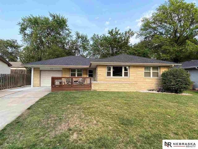 1620 N 61St Street, Lincoln, NE 68505 (MLS #22118267) :: Lincoln Select Real Estate Group