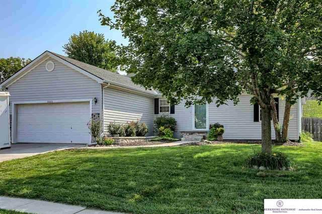 8823 N 79 Street, Omaha, NE 68122 (MLS #22118268) :: Lincoln Select Real Estate Group
