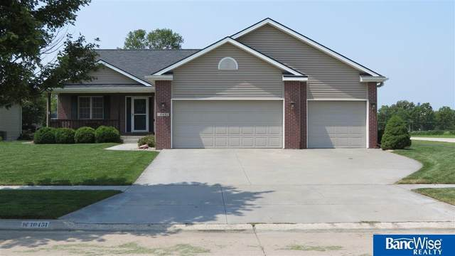 10451 N 151 Street, Waverly, NE 68462 (MLS #22118312) :: Lincoln Select Real Estate Group