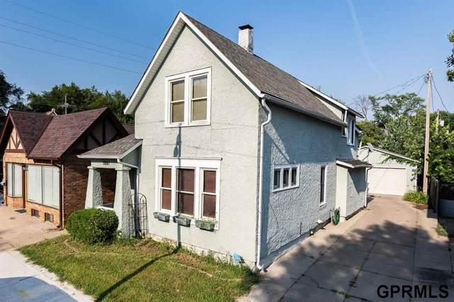 2807 S 32 Avenue, Omaha, NE 68105 (MLS #22119159) :: Don Peterson & Associates