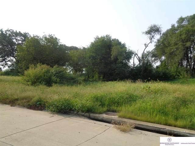 1831 Lake Ridge Drive, Plattsmouth, NE 68048 (MLS #22121529) :: Don Peterson & Associates