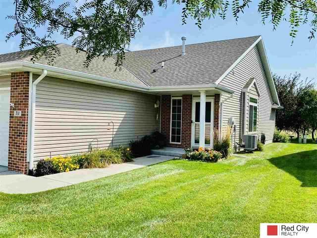 711 Carlton Drive, Lincoln, NE 68512 (MLS #22121760) :: Don Peterson & Associates