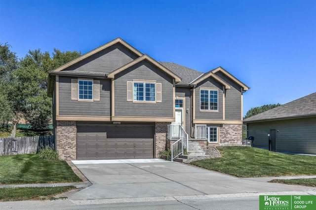 21410 Mcclellan Circle, Gretna, NE 68028 (MLS #22122609) :: Dodge County Realty Group