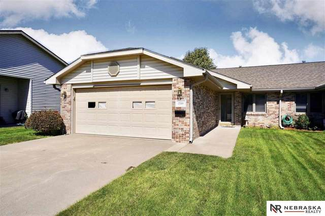 2310 Lynnridge Place, Lincoln, NE 68521 (MLS #22122830) :: Complete Real Estate Group