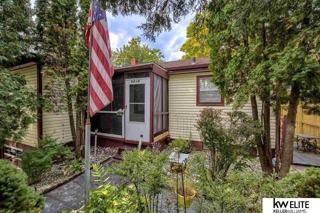 5218 N 33 Street, Omaha, NE 68111 (MLS #22122952) :: Berkshire Hathaway Ambassador Real Estate