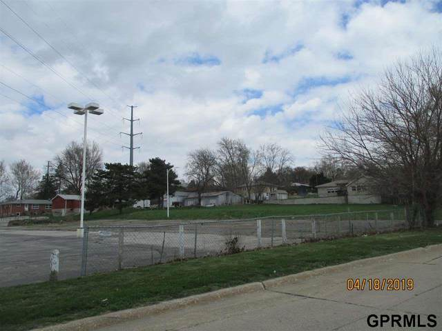 2202 Pleasantview Lane, Bellevue, NE 68005 (MLS #22122989) :: The Briley Team