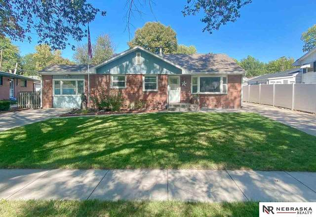 1341 Meadow Dale Drive, Lincoln, NE 68505 (MLS #22123177) :: Catalyst Real Estate Group