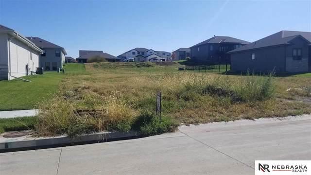 10009 S 187th Avenue, Omaha, NE 68136 (MLS #22123796) :: Lincoln Select Real Estate Group