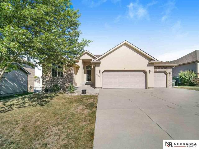 2242 Brennen View Court, Lincoln, NE 68512 (MLS #22124393) :: Lincoln Select Real Estate Group