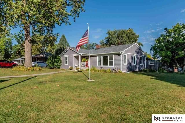 302 Crest Road, Papillion, NE 68046 (MLS #22124425) :: Don Peterson & Associates