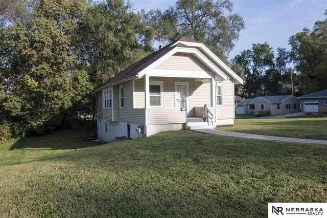 5001 N 41st Street, Omaha, NE 68111 (MLS #22124527) :: Catalyst Real Estate Group