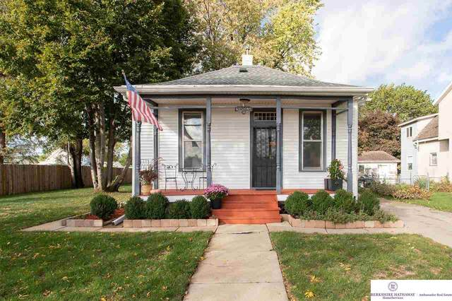 106 S 22nd Street, Council Bluffs, IA 51501 (MLS #22124635) :: The Briley Team