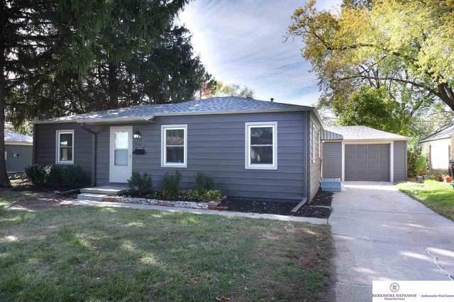 818 N 77 Avenue, Omaha, NE 68114 (MLS #22124846) :: Omaha Real Estate Group