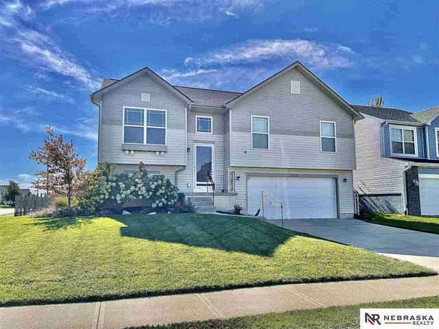 19351 V Street, Omaha, NE 68135 (MLS #22124864) :: Berkshire Hathaway Ambassador Real Estate