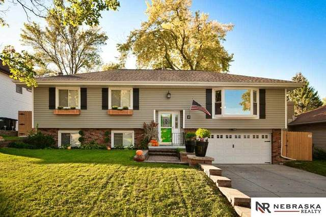 13977 Hickory Circle, Omaha, NE 68144 (MLS #22124888) :: Catalyst Real Estate Group