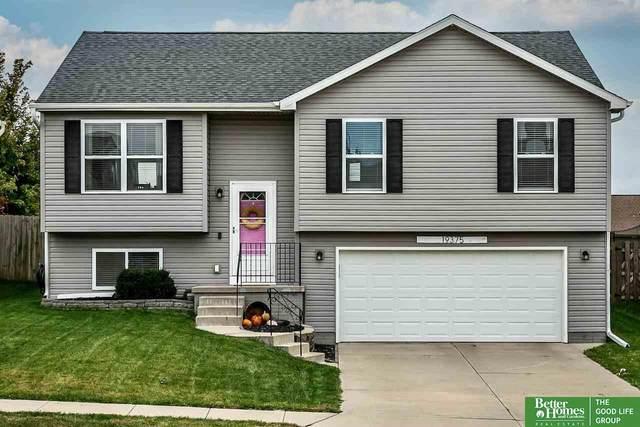 19375 V Street, Omaha, NE 68135 (MLS #22125086) :: Lincoln Select Real Estate Group