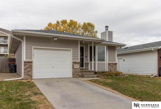 2017 SW 26th Street, Lincoln, NE 68522 (MLS #22125454) :: Lincoln Select Real Estate Group