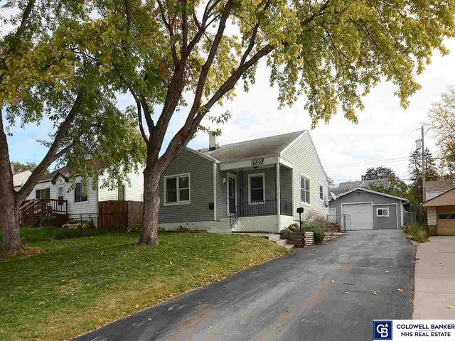 6237 S 41 Avenue, Omaha, NE 68107 (MLS #22125493) :: Catalyst Real Estate Group