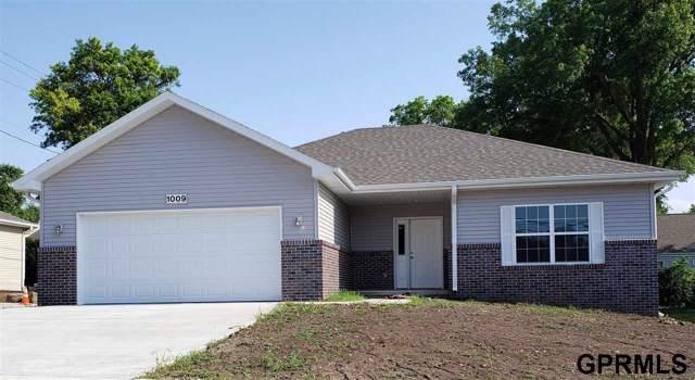 1009 Arthur Street, Beatrice, NE 68310 (MLS #T11385) :: One80 Group/Berkshire Hathaway HomeServices Ambassador Real Estate