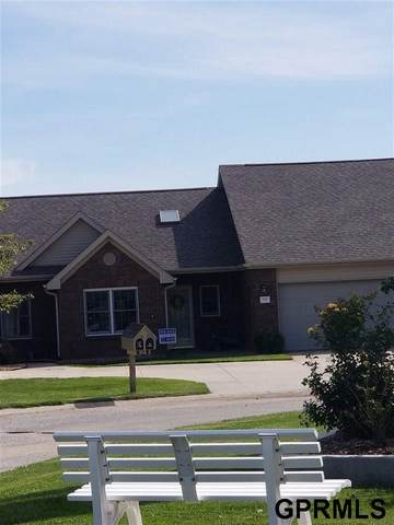 802 Clearwater Cl, Beatrice, NE 68310 (MLS #T11590) :: kwELITE