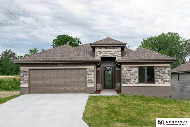 8205 N 163rd Avenue, Bennington, NE 68007 (MLS #21903514) :: The Briley Team