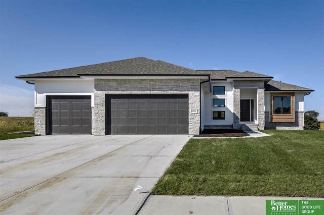10018 S 188th Street, Omaha, NE 68136 (MLS #21922177) :: Capital City Realty Group