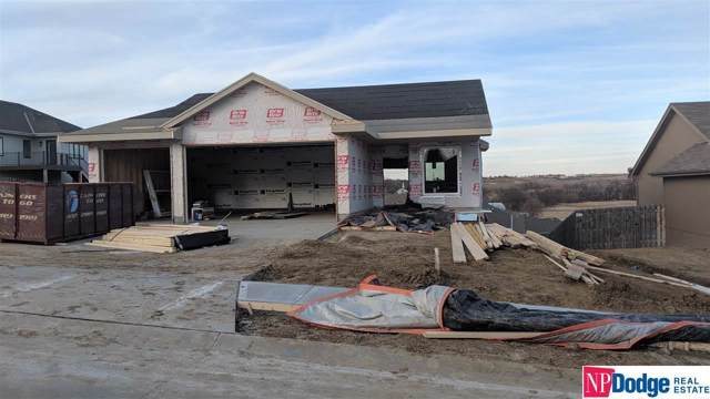 912 Crest Drive, Papillion, NE 68046 (MLS #21923671) :: Dodge County Realty Group