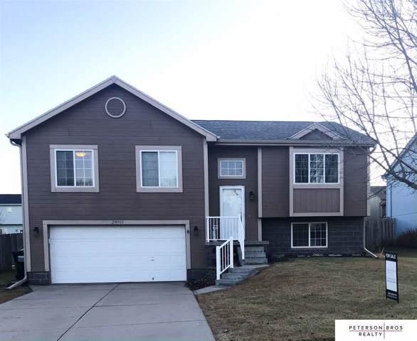 20911 Maple Circle, Gretna, NE 68028 (MLS #21926680) :: Omaha's Elite Real Estate Group