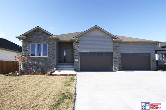 8917 S 32nd Street, Lincoln, NE 68516 (MLS #21927631) :: Lincoln Select Real Estate Group