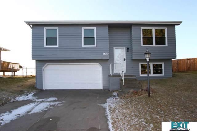 4921 W Partridge Lane, Lincoln, NE 68528 (MLS #21928466) :: Lincoln Select Real Estate Group