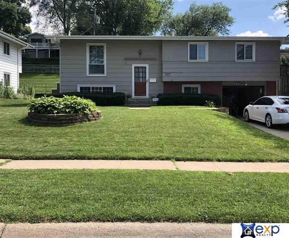 8607 Larimore Avenue, Omaha, NE 68134 (MLS #22003884) :: kwELITE