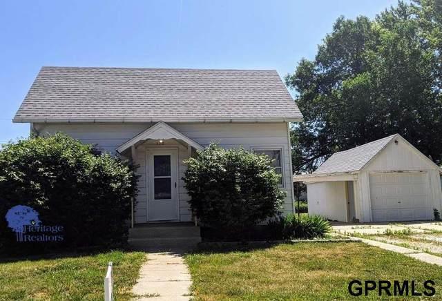 120 N Iowa Avenue, York, NE 68467 (MLS #22005128) :: Omaha Real Estate Group