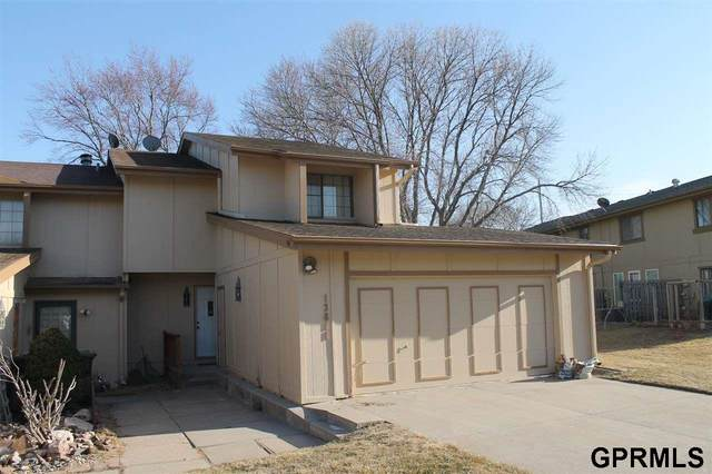 13811 Meadow Ridge Road, Omaha, NE 68138 (MLS #22006377) :: The Briley Team