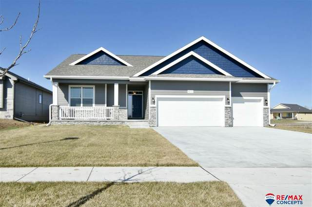 5811 Opus Drive, Lincoln, NE 68526 (MLS #22007214) :: kwELITE