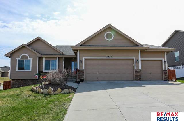 2125 Park Crest Drive, Papillion, NE 68133 (MLS #22007970) :: One80 Group/Berkshire Hathaway HomeServices Ambassador Real Estate