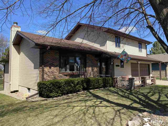 1040 Q Street, Geneva, NE 68361 (MLS #22008102) :: Stuart & Associates Real Estate Group