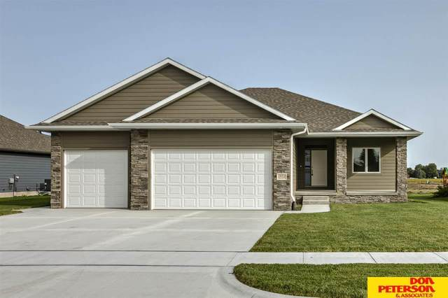 2852 Brooks Hollow Drive, Fremont, NE 68025 (MLS #22009633) :: The Excellence Team