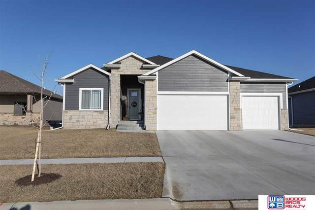 8711 S 81st Street, Lincoln, NE 68516 (MLS #22009655) :: Dodge County Realty Group